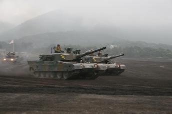 スーパー堤防と10式戦車の相似性