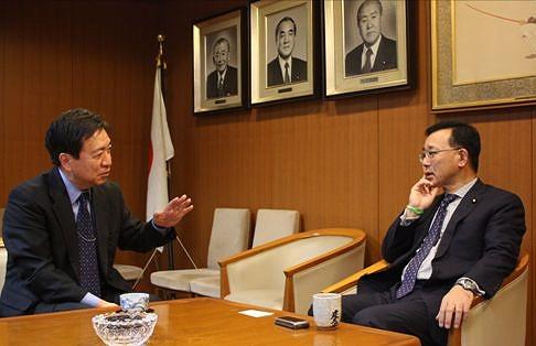自民党・谷垣禎一総裁インタビュー:「野党もやってみると難しい」「大連立には否定的です」