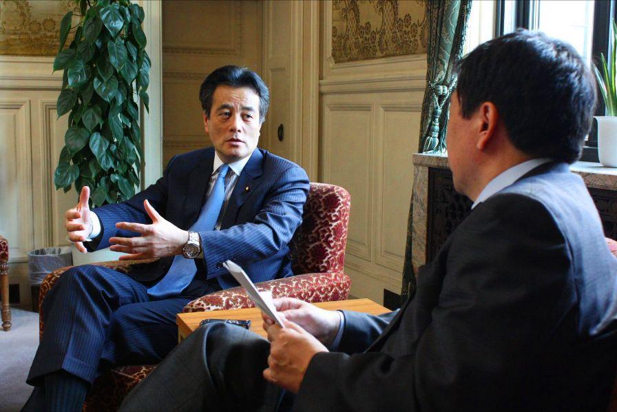 民主党・岡田克也幹事長インタビュー:「野党の声に耳を傾けて、もう少し懐の深い議論をしていきたい」