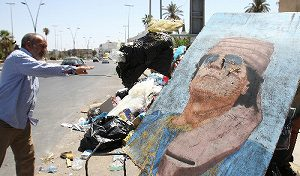 カダフィ死亡で、中東の民主化運動が武力闘争に変わる