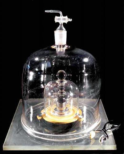 精密測定への執念で消える「キログラム原器」