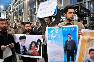 挑発するイスラエル、耐えるイラン、戦争を恐れるアメリカ