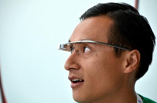 話題のメガネ型情報検索装置 グーグル・グラスは取材向け?