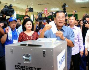 カンボジアのフン・セン体制は崩れるのか