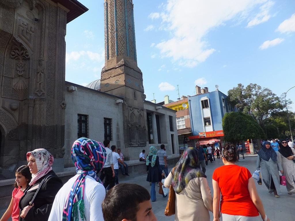 五輪もEU加盟も挫折、イスラム色強めるトルコの不確かな未来