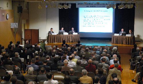 日本の核燃サイクル路線、コスト高でも止まらない理由