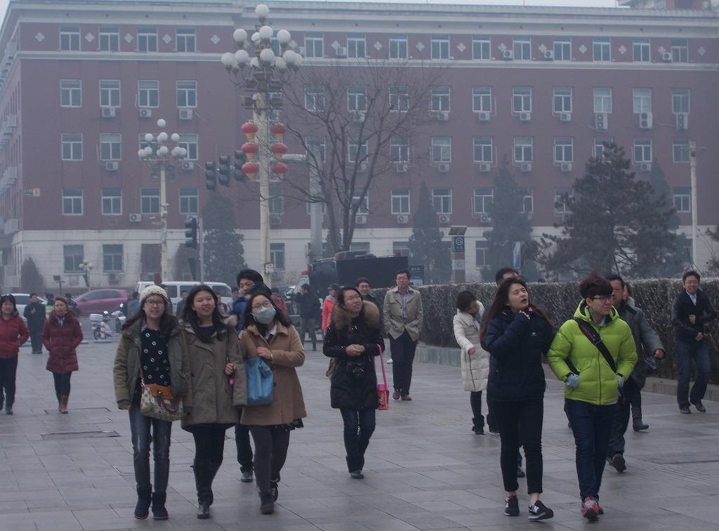 中国のPM2.5とPMI――待たれる習主席主導の経済政策の効果