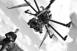 無人飛行機を使った取材で新たな報道の可能性と問題が
