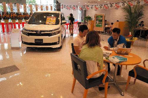消費増税で新車販売に黄信号、激しかった反動減