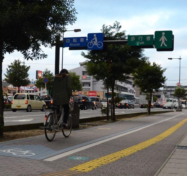 歩行者と自転車と車が共存できる街へ