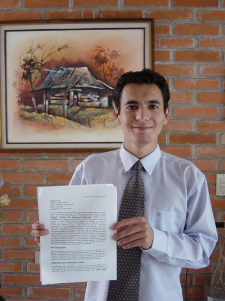 大統領を訴えた若者がコスタリカの韓国大使に