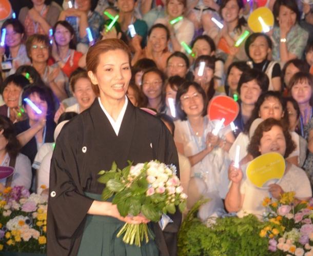 タカラヅカ=宝塚とAKB48の違いは何か?
