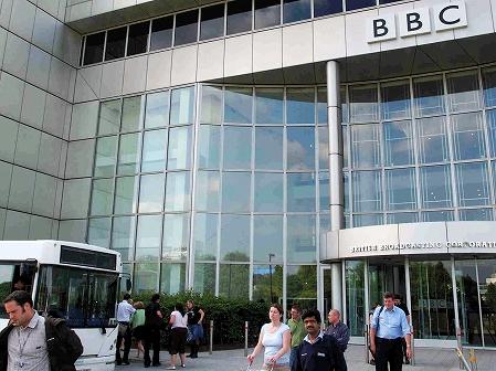 英BBCと政府のバトルが始まる(上)