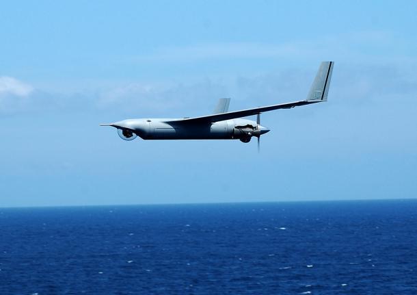 ブームなのに飛び立てない自衛隊の無人機