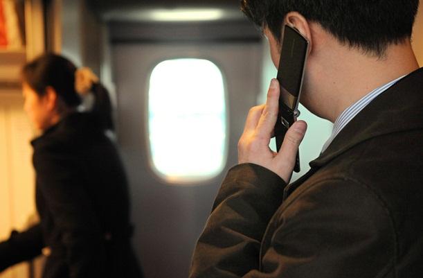 携帯電話の車内通話、あとはマナーの議論だけ
