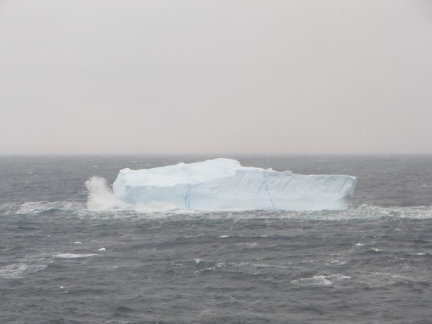 [7]数万年前の氷、藻がからむ「魔の海」