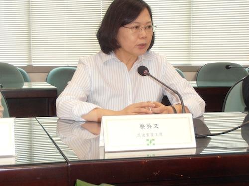 台湾総統選まで4カ月、政権交代ほぼ確実