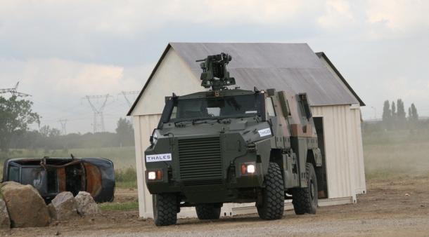 陸自が導入した輸送防護車は使えない