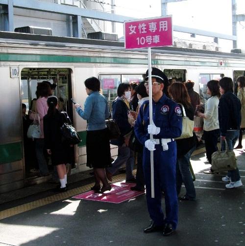 電車で「痴漢冤罪」に巻き込まれないために(下)