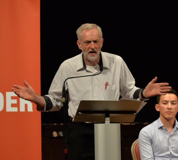 英国で民主主義政治の危機か?