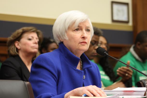 米国の金融政策と中国の為替政策に左右される世界