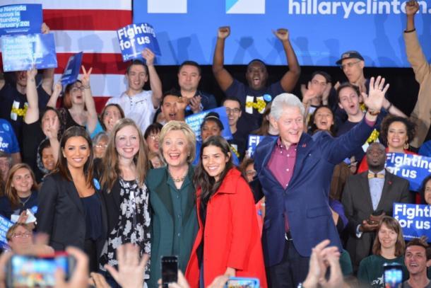 米大統領選、クリントン家が「隠している」家族