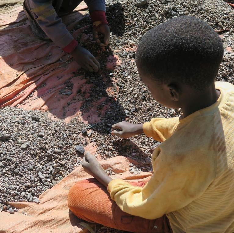 コンゴのコバルト鉱山が子供をむしばむ