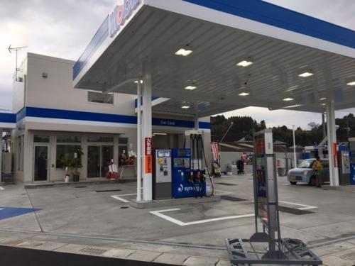 林業地の大分・日田に木造ガソリンスタンド
