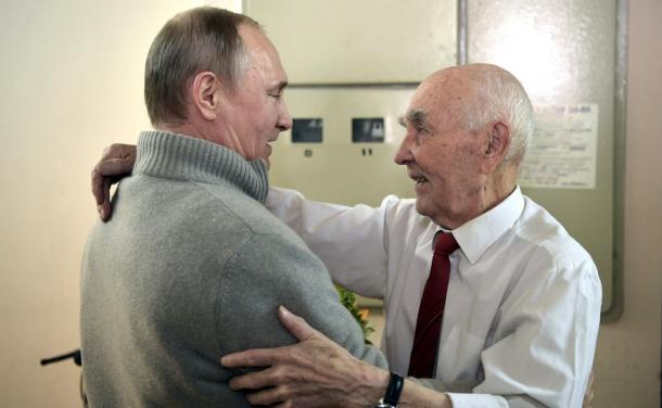 経済の疲弊が進行しても側近支配を変えないロシア