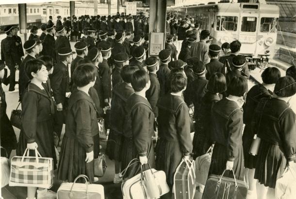 修学旅行と遠足の集団行動が日本人の行動力を奪う