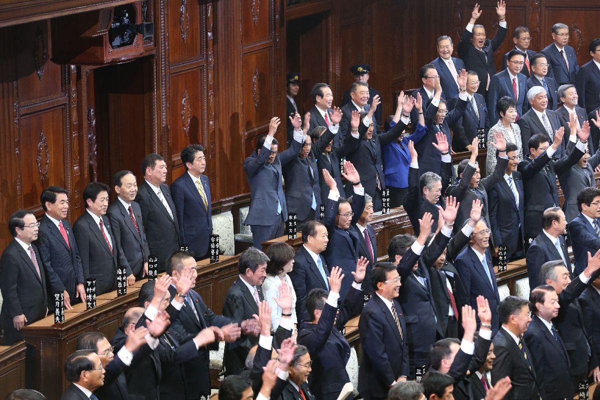 時代とズレている首相の衆院解散