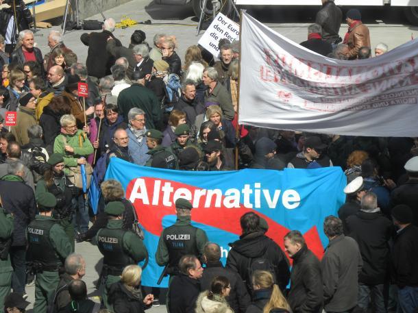 ドイツ総選挙―難民危機が極右政党の追い風(下)