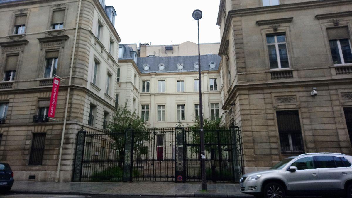 党首不在で本部も売却 フランス社会党の悲哀