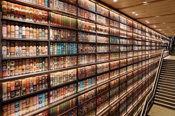 ツタヤ図書館、利用できない書棚に1000万円