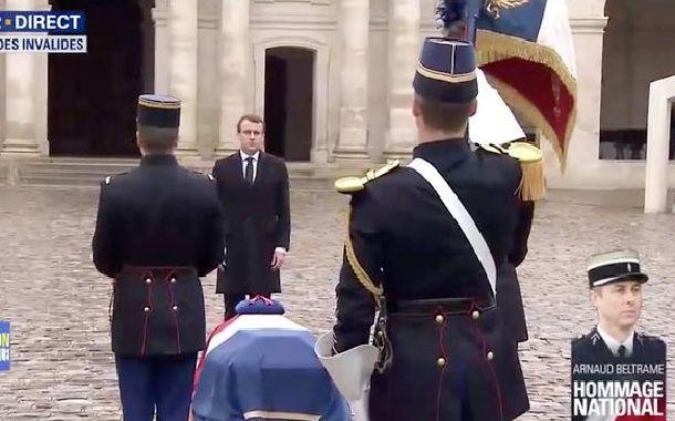 フランス流 テロとの戦い方