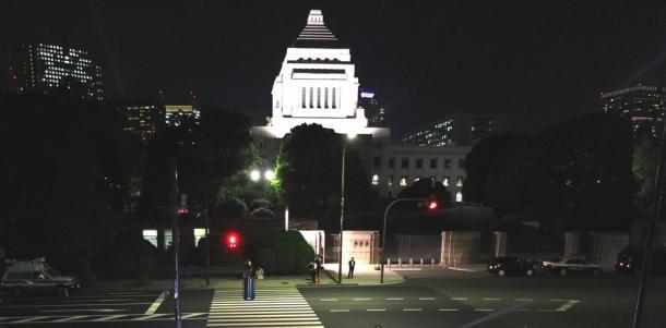「日本の政府は犯罪組織?」と質問されたら…