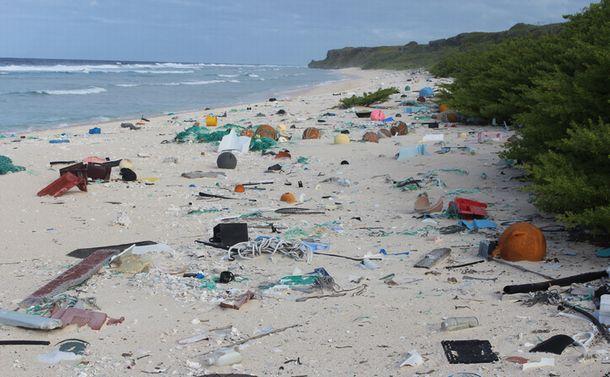 プラスチックごみ規制に出遅れた日本