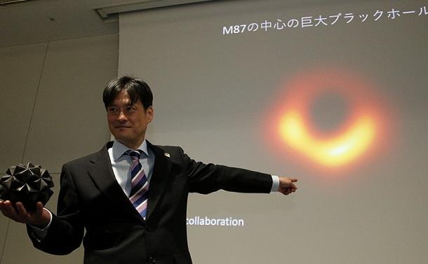 見えないはずのブラックホールがなぜ見えた?