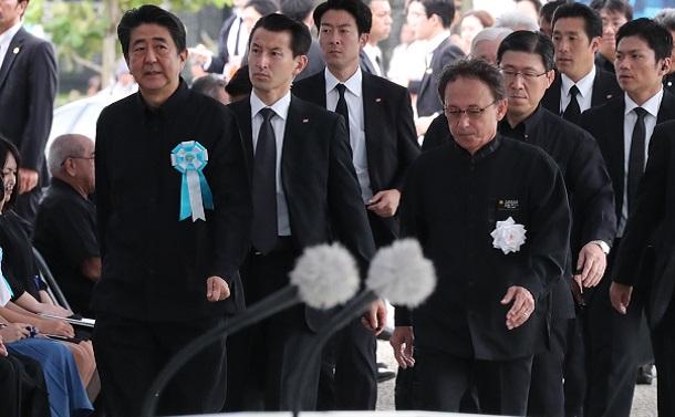[143]沖縄慰霊の日。首相に野次、怒声