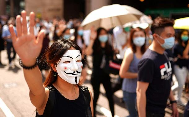 香港政府の覆面禁止 「顔認証」への重い問いかけ