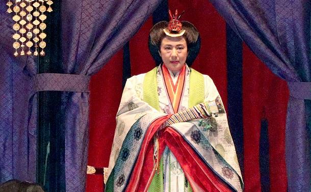 雅子さまが即位礼正殿の儀で見せたまばたきに思う