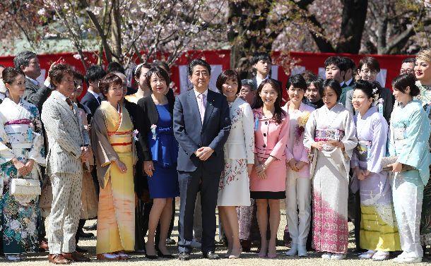 現代版「醍醐の花見」の節度なき招待者800人