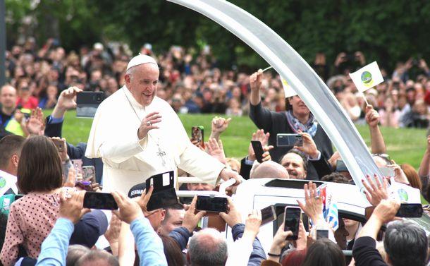 「偉くならない」教皇フランシスコの来日