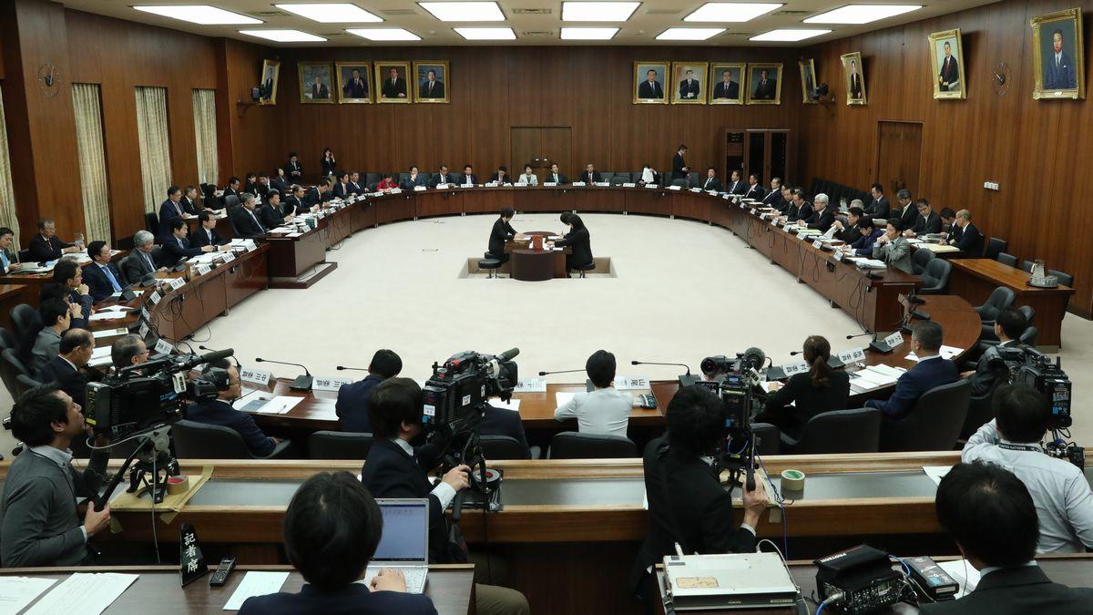 安倍首相が強調する憲法改正ができない政局的事情