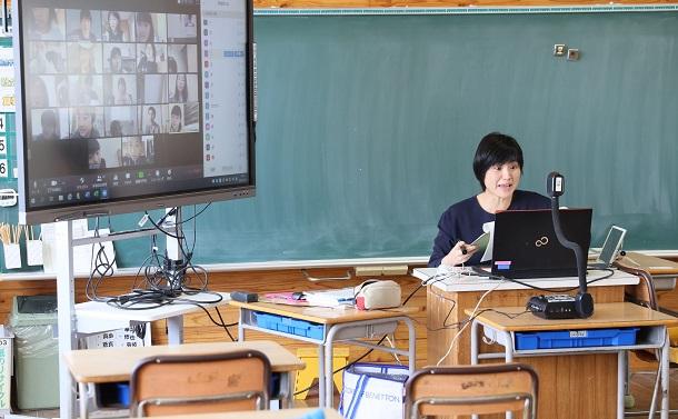 遠隔授業への壁 日本ではなぜ教育不在が長期化したか
