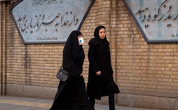 イラン政府のコロナ対策に、国民の根深い不信感