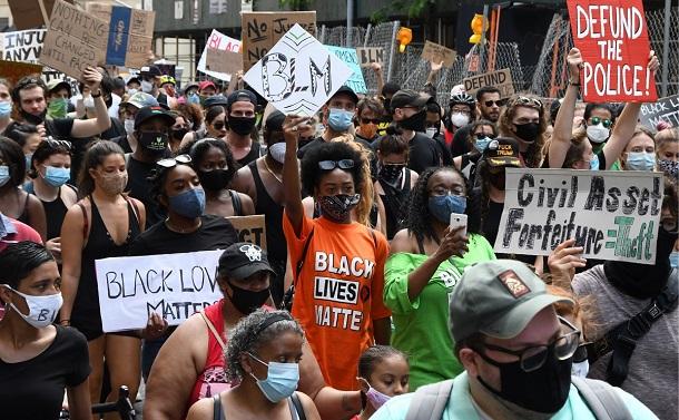 黒人への執拗で不条理な暴力――BLMの読み解きに必要な10冊