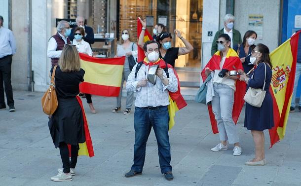 スペインのコロナ対策に「独裁」批判 コロナ長期化の中での政治に必要なものは