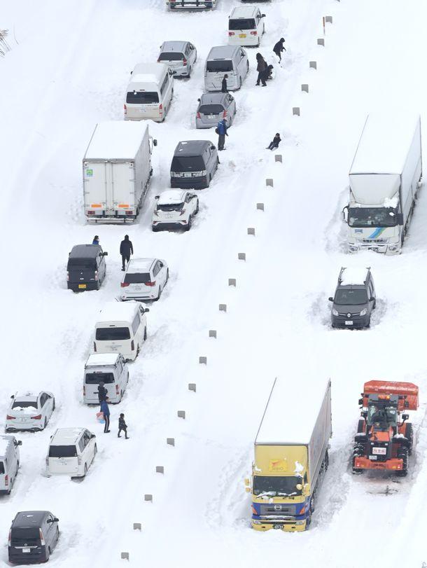 今年の大雪は危険! 立ち往生再び、除雪中の事故も急増