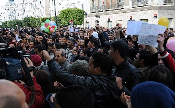 「ジャスミン革命」から10年のチュニジア、再び若者のデモが拡大